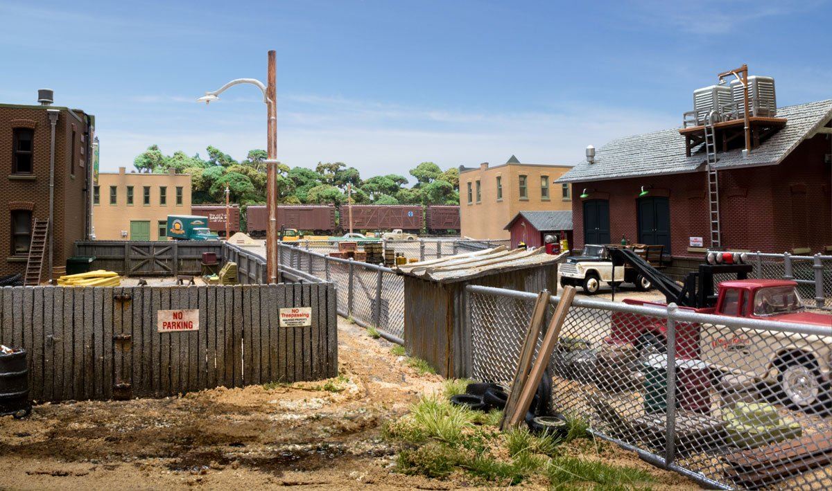 "67cm 26.5/"" HO Woodland Scenics A2985 Privacy Fence w// Gates"